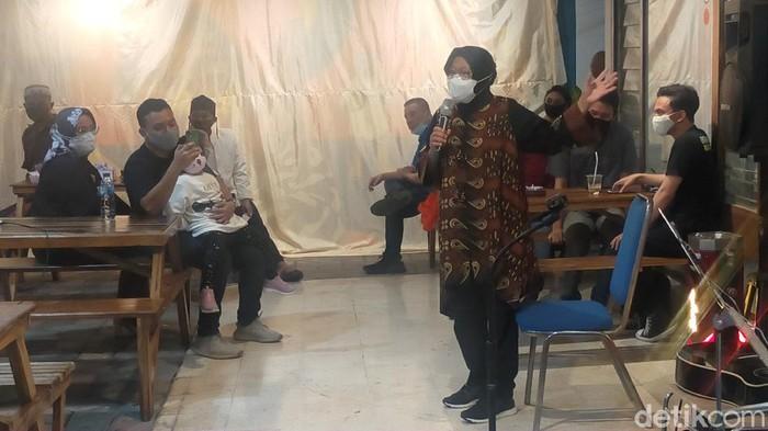 Wali Kota Surabaya Tri Rismaharini mengaku ingin berwirausaha setelah selesai menjabat. Ia ingin usaha batik.