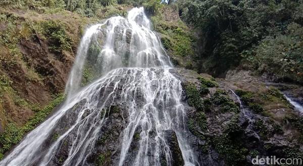 Air Terjun Proposoan di Kabupaten Luwu, Sulawesi Selatan. Berjarak kurang lebih 20 Kilometer dari Kota Kabupaten Bua. (Muhammad Riyas/detikcom)