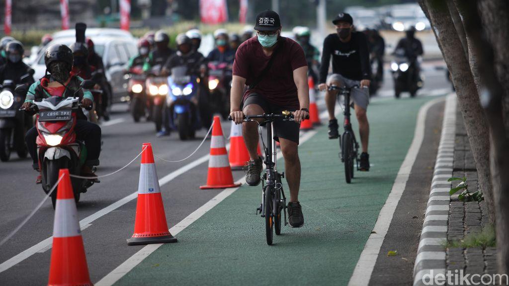 Gubernur DKI Jakarta Anies Baswedan memohon izin ke Menteri PUPR agar dibukakan satu ruas jalan tol untuk dilalui sepeda.