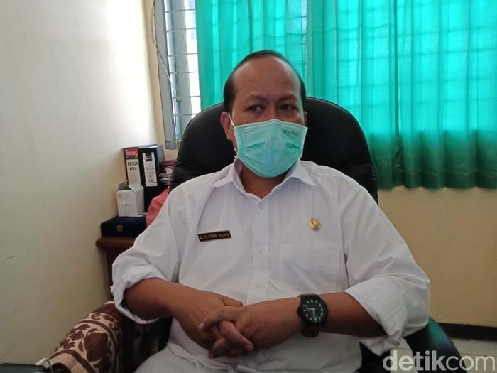 Sampai saat ini Dinkes Jombang tidak memberikan sanksi ke Rumah Sakit Pelengkap Medical Center (RS PMC), dalam kasus seorang ibu melahirkan sendiri hingga bayinya meninggal. Rumah sakit swasta itu hanya diminta membuat ruang persalinan khusus bagi pasien yang dicurigai COVID-19 dan mengevaluasi beban kerja tenaga kesehatannya.