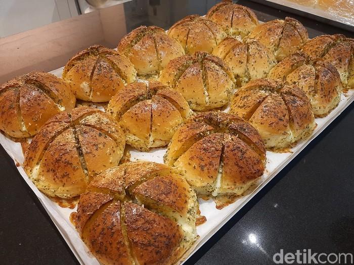 Livianca Venaessa Pembuat Korean Garlic Cheese Bread yang Fenomenal