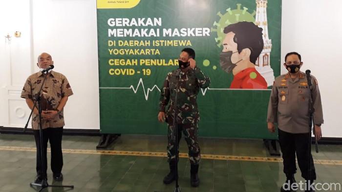KSAD Jenderal TNI Andika Perkasa, Wakapolri Komjen Gatot Eddy Pramono dan Wagub DIY Paku Alam X, Rabu (26/8/2020).