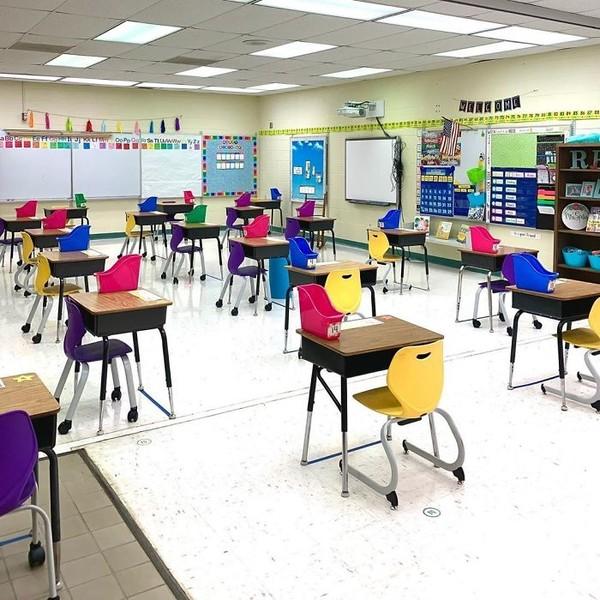 Ruang kelas yang tetap estetik walau didekor sederhana saja. (Bored Panda)