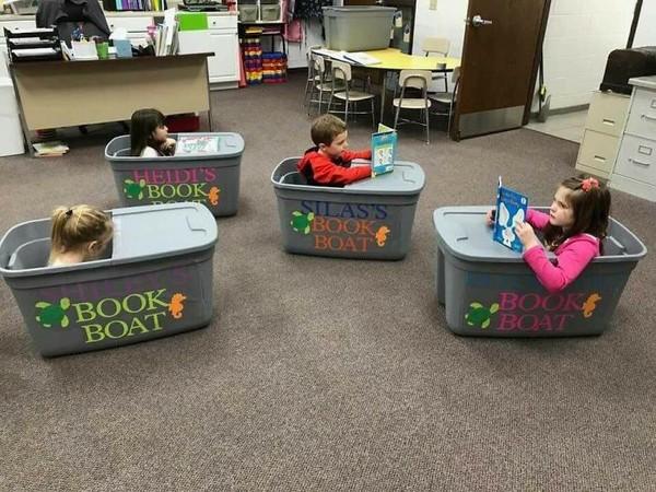 Kelas bisa didesain dengan membuat tempat membaca dari box seperti ini. (Bored Panda)