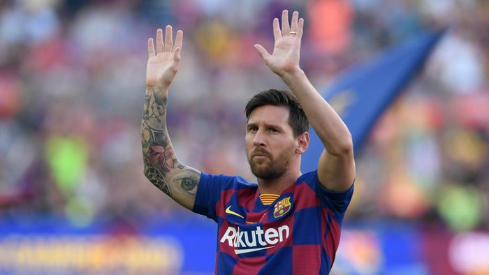 (FILES) In this file photo taken on August 4, 2019 Barcelonas Argentinian forward Lionel Messi waves before the 54th Joan Gamper Trophy friendly football match between Barcelona and Arsenal at the Camp Nou stadium in Barcelona. - Six-time Ballon dOr winner Lionel Messi told Barcelona he wants to leave -- on a free transfer -- in a bombshell fax yesterday that is expected to spark a legal battle over a buy-out clause worth hundreds of millions of dollars. (Photo by Josep LAGO / AFP)