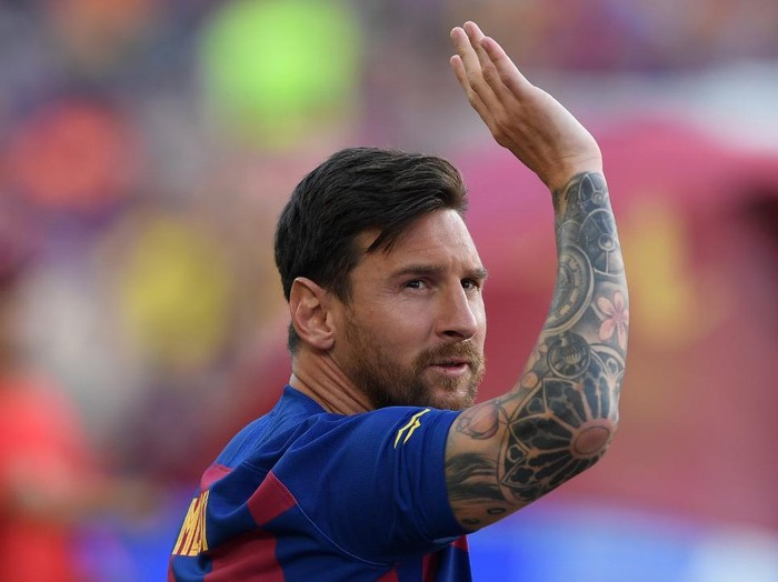(FILES) In this file photo taken on August 4, 2019 Barcelonas Argentinian forward Lionel Messi waves before the 54th Joan Gamper Trophy friendly football match between Barcelona and Arsenal at the Camp Nou stadium in Barcelona. - Lionel Messi has informed Barcelona he wants to unilaterally terminate his contract with the Spanish giants, a club source confirmed to AFP on August 25, 2020. Lawyers for the Argentina star sent Barca a fax in which they announced Messis desire to rescind his contract by triggering a release clause, sending shockwaves throughout the world of football. (Photo by Josep LAGO / AFP)