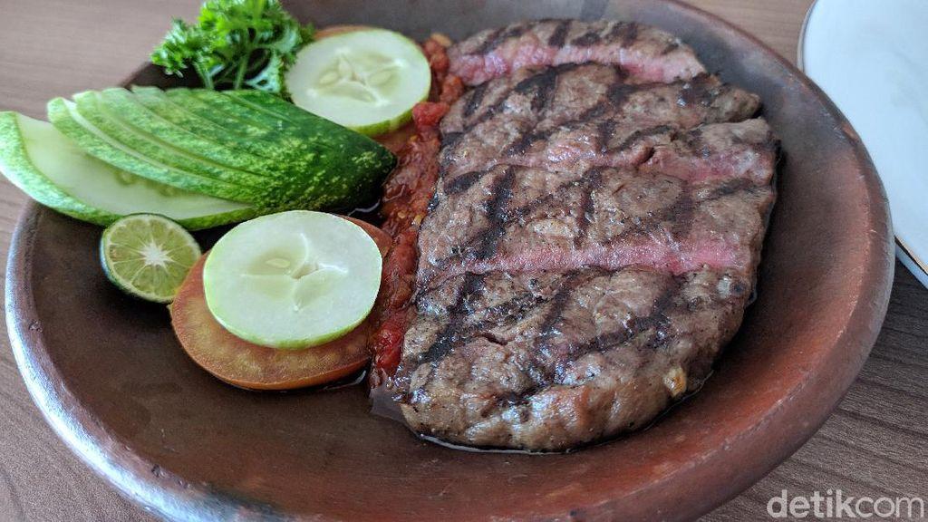 Dijamin Kenyang! Makan Steak Kiloan yang Empuk Juicy