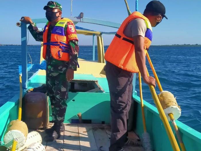 Pencarian dua korban hilang dalam peristiwa perahu terbalik di Sumenep membuahkan hasil. Seorang balita ditemukan namun dalam keadaan tewas.