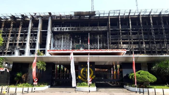 Polisi olah TKP Kebakaran Gedung Kejagung (Foto: Rahel/detikcom)