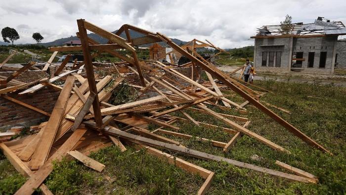Angin puting beliung merusak puluhan rumah warga di Desa Blang Bebangka, Takengon, Aceh. Angin puting beliung itu diketahui terjadi pada 25 Agustus 2020 lalu.
