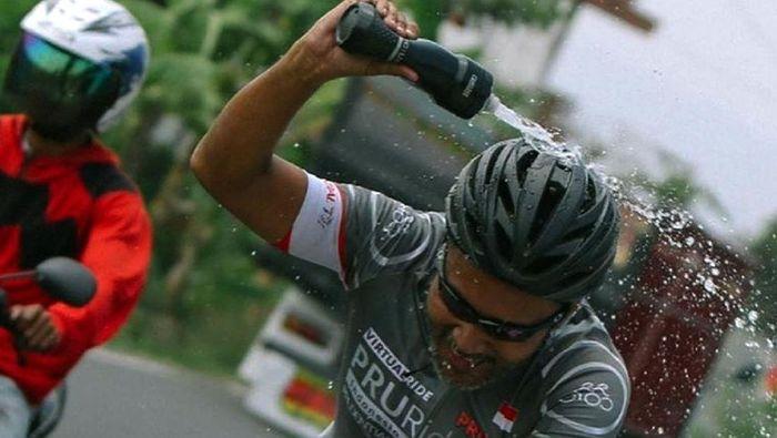 Ribuan peserta mengikuti balap sepeda virtual dalam PRURide Indonesia 2020. Para peserta dapat memilih kategori Gran Fondo (135 km) atau Medio Fondo (70 km).