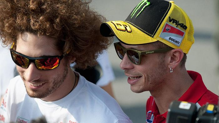 KUALA LUMPUR, MALAYSIA - FEBRUARY 23:  Valentino Rossi of Italy and  and Ducati Marlboro Team speaks with Marco Simoncelli of Italy and San Carlo Honda Gresini before the second day of testing at Sepang Circuit on February 23, 2011 in Kuala Lumpur, Malaysia.  (Photo by Mirco Lazzari gp/Getty Images)
