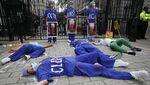 Aksi Perawat di Inggris Berlumuran Darah Saat Tuntut Kenaikan Gaji