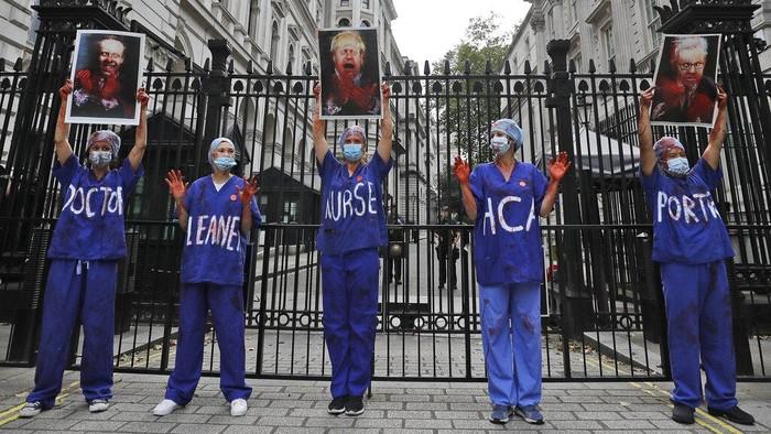 Sejumlah tenaga medis di Inggris ikut serta dalam aksi unjuk rasa di kawasan London. Aksi itu digelar untuk menuntut kenaikan gaji.