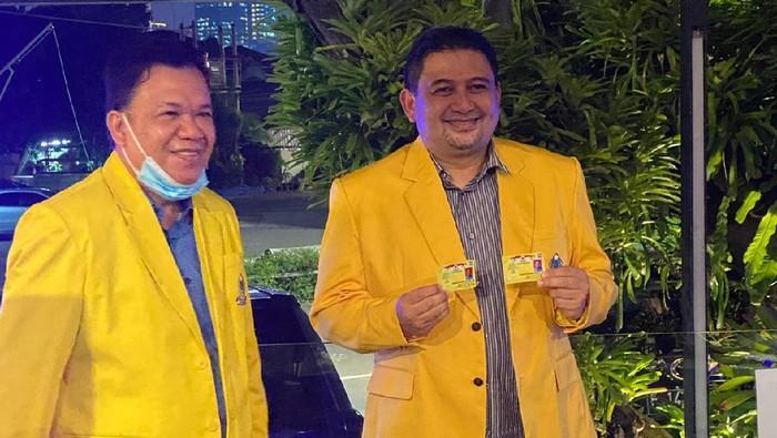 Bakal calon wali kota Makassar Munafri Arifuddin (Appi) saat mendapat KTA Golkar (dok. Istimewa).