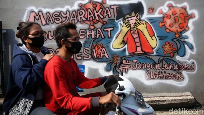 Kampung Rawa Pasung RW 22, Kelurahan Kota Baru, Bekasi, Jawa Barat, disebut sebagai kampung siaga COVID-19. Kampung ini dipenuhi mural tentang bahaya Corona.