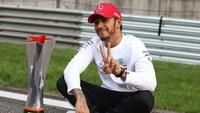 Lewis Hamilton, Kok Belum Perpanjang Kontrak dengan Mercedes?