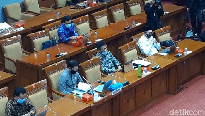 Nadiem Makarim rapat di Komisi X DPR (Rahel/detikcom)