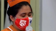 Jatuh Air Mata Perawat Kala Curhat soal Gaji ke Jokowi
