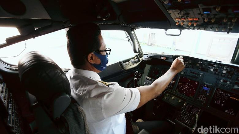 Pilot maskapai Garuda Indonesia.