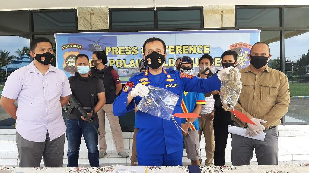 2 Bajak Laut Ditangkap Usai Rampok Ratusan Juta-Emas di Perairan Sumsel
