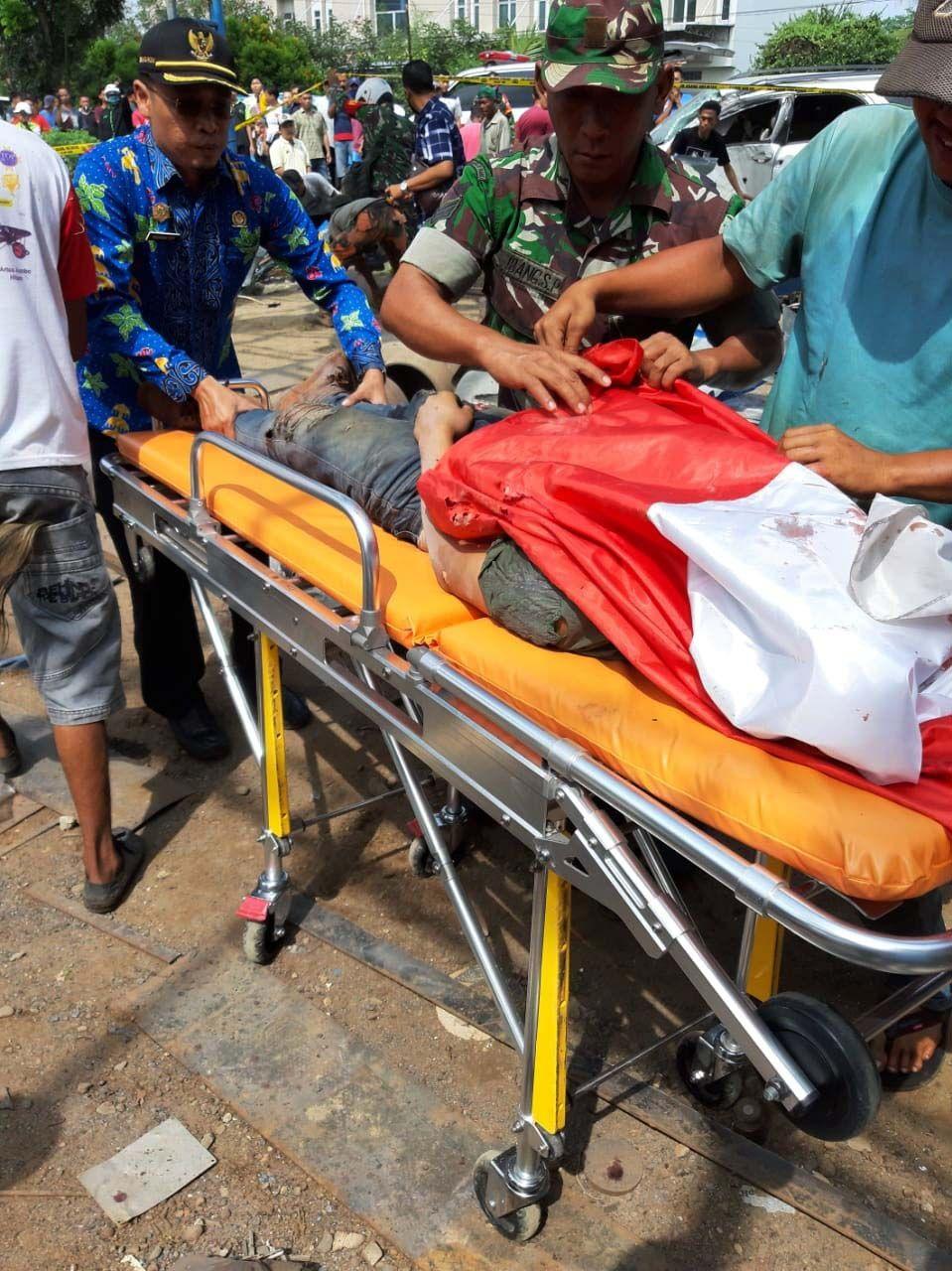 Ledakan terjadi di bengkel las di Binjai. Ledakan itu menewaskan empat orang dan menyebabkan sembilan orang lainnya luka berat.