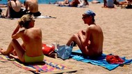 Tiga Perempuan Tanpa Bra Ditegur Polisi, Mendagri Prancis Membela