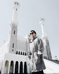 Saat ke Seoul, alm Barli menyempatkan diri untuk berkunjung ke Seoul Central Mosque. (Barli Asmara/Instagram)