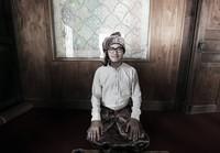 Salah satu koleksi alm Barli terinspirasi dari budaya Jambi. Inilah alm Barli yang mencintai budaya Indonesia. (Barli Asmara/Instagram)