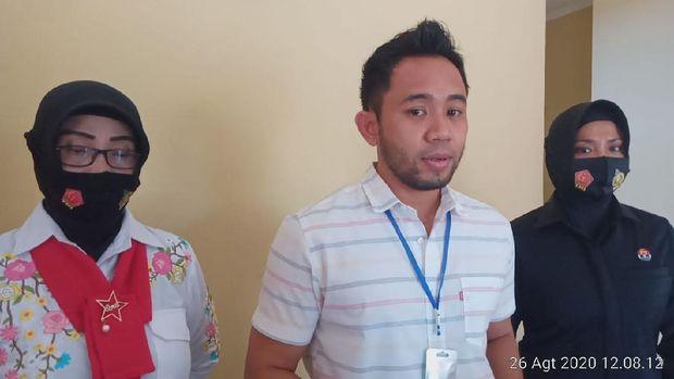 Wanita inisial MS (baju tahanan) dihadirkan dalam rilis kasus di Polresta Mataram, Rabu (26/8/2020)