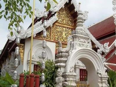Foto: Wat Dokkam, Kuil Mungil Nan Cantik dari Chiang Mai