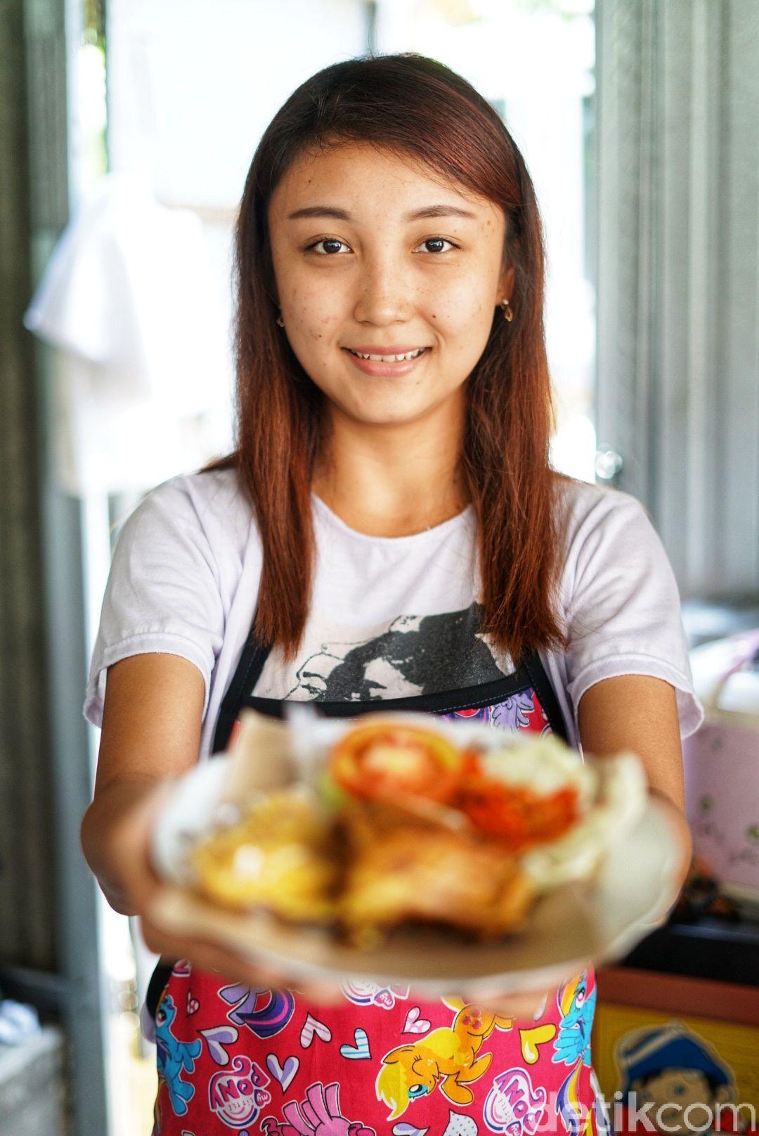 Aviana, penjual ayam geprek cantik