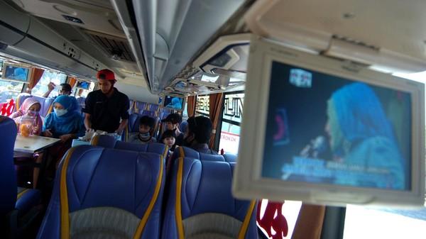 Akibat dampak pandemi COVID-19, PO Hermanto memodifikasi bus wisata miliknya menjadi wisata bus angkringan dengan harga tiket Rp25 ribu per orang dengan menawarkan rute berkeliling kota selama 90 menit dan dapat menikmati hidangan berbagai menu dengan harga terjangkau.