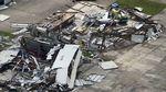 Diterjang Badai, Pesawat Ini Rusak dan Kehilangan Rumah