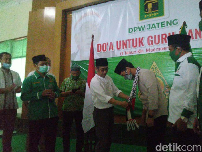 Gibran Rakabuming Raka terima rekomendasi dari PPP di Pilkada Solo, kantor DPW PPP Jateng, Jumat (28/8/2020).