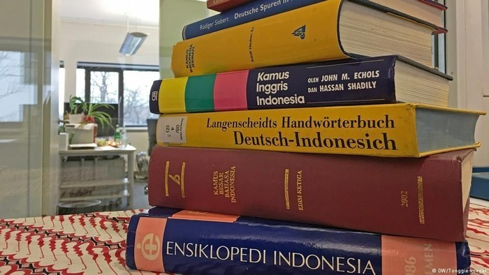 Ilustrasi kamus (DW)