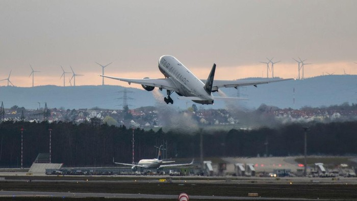 FRANKFURT AM MAIN, GERMANY - MARCH 12: A United Airlines plane takes off to San Fransisco at Frankfurt Airport on March 12, 2020 in Frankfurt, Germany. U.S. President Donald Trump has announced he is imposing a ban, beginning tomorrow at midnight, on most travellers from continental Europe in an effort to stop the spread of the coronavirus. U.S. citizens and their families will still be allowed to travel and the measure is not supposed to affect international trade. Europe currently has approximately 25,000 confirmed cases of the coronavirus, with approximately half of those in Italy. (Photo by Thomas Lohnes/Getty Images)