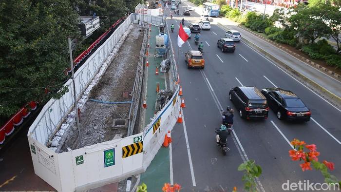 Proses pembangunan konstruksi mass rapid transit atau MRT fase II mulai memasuki tahap lalu lintas, archeological test pit dan pencabutan pohon.