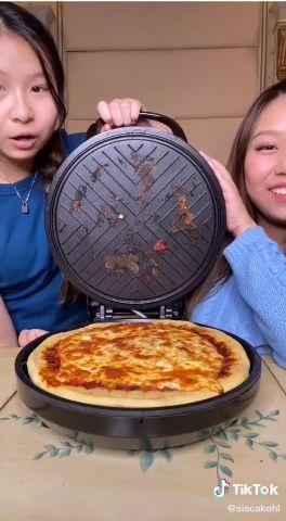 Pamer Bikin Pizza Emas di TikTok