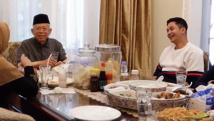 Cucu Wakil Presiden Maruf Amin, Ahmad Adly Fairuz diusung PDIP menjadi calon wakil bupati Karawang. Ia akan berpasangan dengan Yessy Karya Lianti.