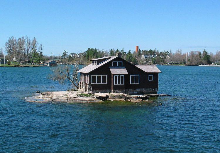 Rumah unik yang terletak di pulau terkecil di dunia
