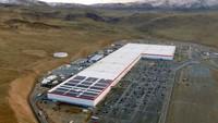 Menperin Thailand Rayu Tesla Bangun Pabrik Mobil Listrik di Negaranya