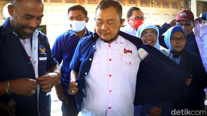 Pengurus DPD NasDem Sukoharjo mundur dari kepengurusan partai. Pasalnya DPP NasDem beri rekomendasi pada Etik Suryani-Agus Santosa dalam Pilkada Sukoharjo.