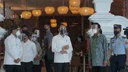 Jokowi Sebar Bantuan Rp 2,4 Juta ke Pedagang di Yogyakarta