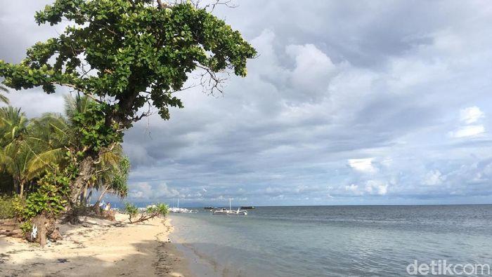 Kawasan wisata pantai Labuang, Desa Laliko, Kecamatan Campalagian, Kabupaten Polewali Mandar. (Abdy Febriady/detikTravel)