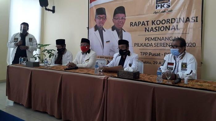 Konferensi pers terkait SK calon pada Pilkada Serentak 2020 di Kantor DPP PKS