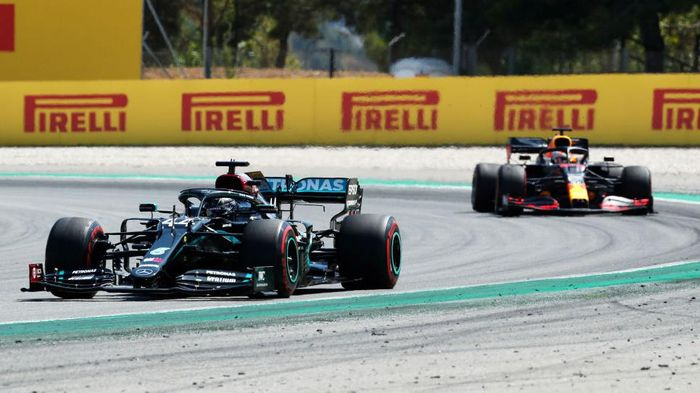 BARCELONA, SPAIN - AUGUST 16: Lewis Hamilton of Great Britain driving the (44) Mercedes AMG Petronas F1 Team Mercedes W11 leads Max Verstappen of the Netherlands driving the (33) Aston Martin Red Bull Racing RB16 during the F1 Grand Prix of Spain at Circuit de Barcelona-Catalunya on August 16, 2020 in Barcelona, Spain. (Photo by Albert Gea/Pool via Getty Images)