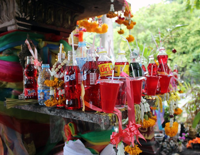 Minuman Bersoda Jadi Menu Wajib Sesajen di Thailand