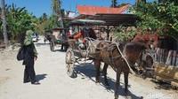Dokar menjadi alternatif moda transportasi untuk wisatawan di Pantai Labuang. (Abdy Febriady/detikTravel)