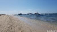 Jejeran perahu nelayan di Pantai Labuang (Abdy Febriady/detikTravel)